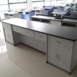 Masă de laborator a profesorului
