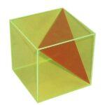 Cub în secțiune triunghiulară