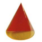 Con în secțiune triunghiulară